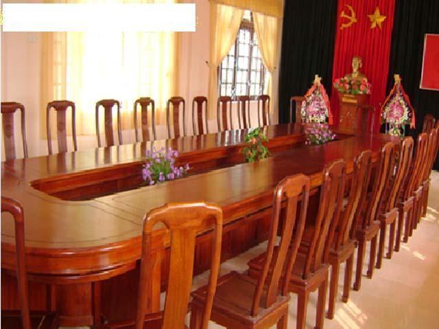 Ghế gỗ giúp phòng họp sang trọng hơn